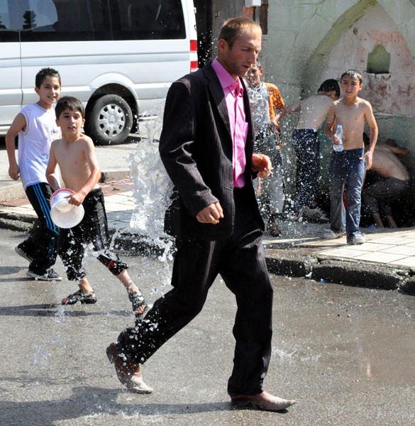 Su savaşı mahalleyi sardı