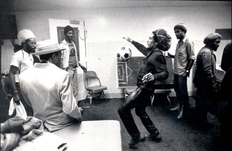 Futbol aşığı Bob Marley !