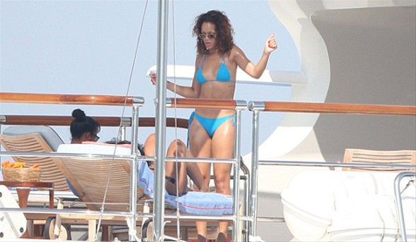 Rihannanın tatil şovu