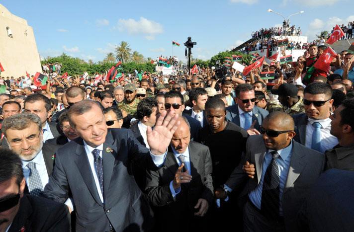 Erdoğanı alnından öptü