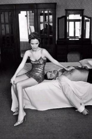 Demet Akalın eski eşiyle yatakta...