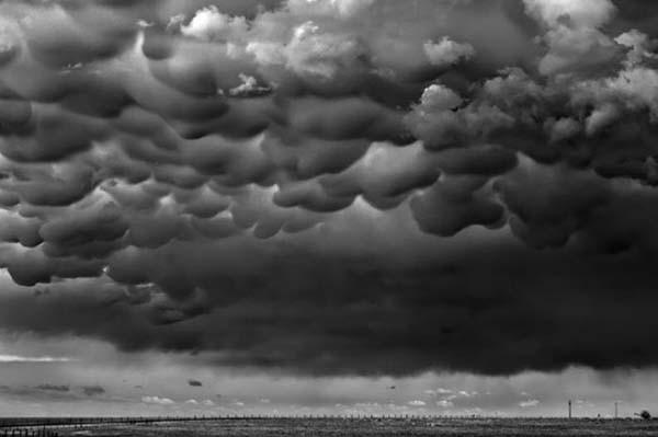 Korkunç fırtınayı görüntüledi