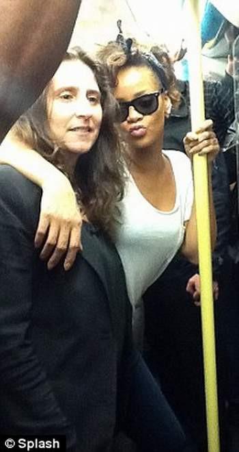 Rihanna ortalığı karıştırdı !