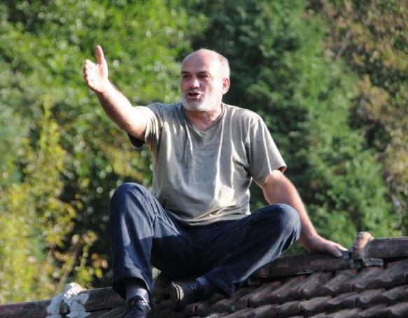 Çatıdan Başbakana seslendi !