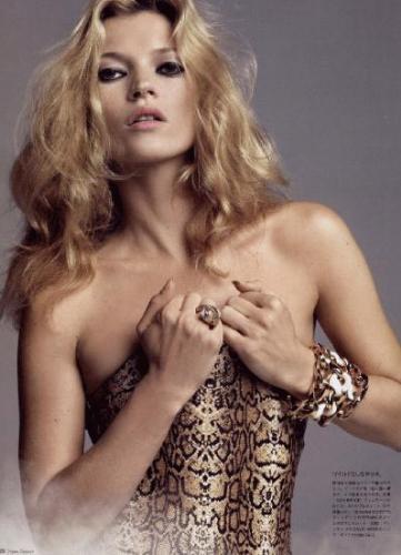 Kate Moss Vogue dergisi için objektifler karşısına geçti
