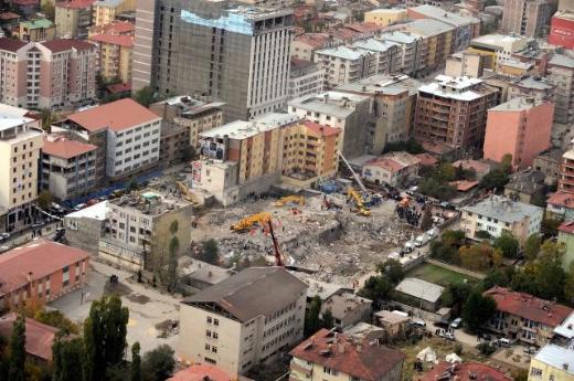 Van depreminin izleri havadan görüntülendi