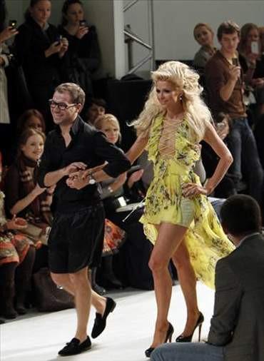 Paris Hilton podyuma çıktı