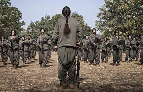 Rus dergisi PKKlı kadın teröristleri fotoğrafladı