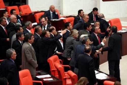 Mecliste faşist kavgası