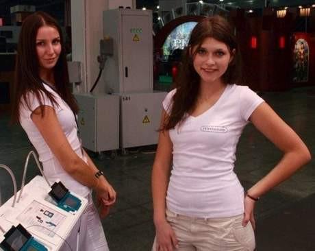 Fuarda Rus modeller rol aldı