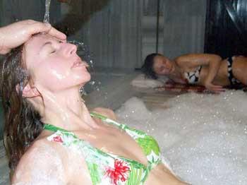 Rus ve Ukraynalı güzeller hamamda tellakları terletti