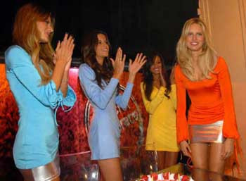 Victorias Secret mağazasında parti