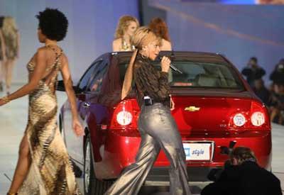 General Motorsdan defile gibi tanıtım