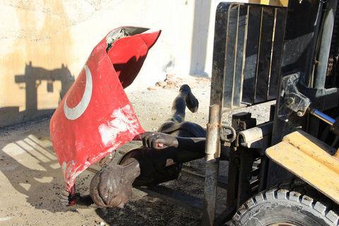 Süreyya Ayhanın heykeli kaldırıldı