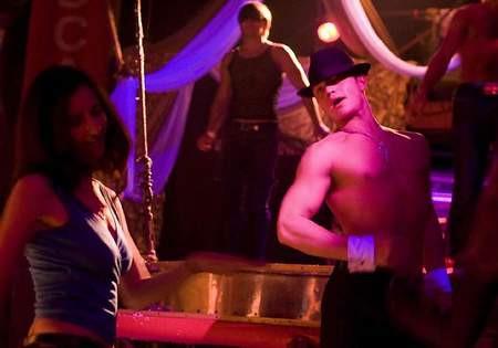 Striptiz barlara kadın izleyici akını