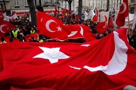 Fransada Türkler sokakta