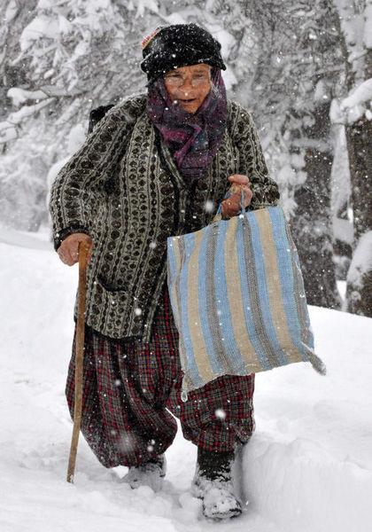 Yoğun kar Doğuda hayatı felç etti