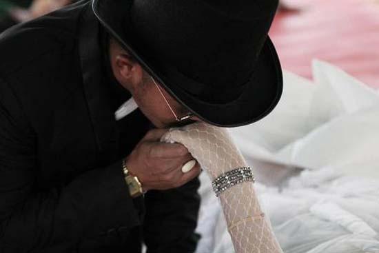 Ölen nişanlısıyla evlendi !