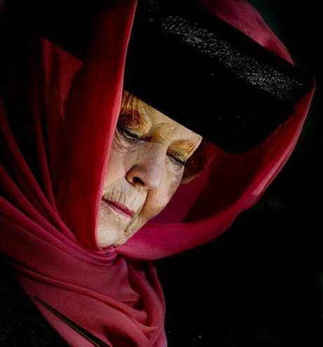 Kraliçe başörtü taktı, ülke karıştı