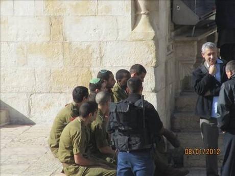 İsrail askerleri Mescid-i Aksaya girdi