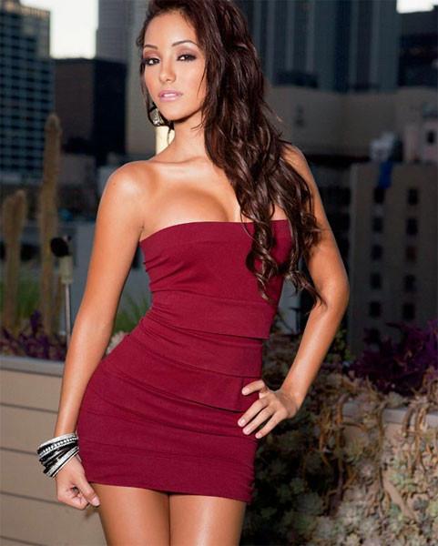 Melanie Iglesias baş döndürüyor