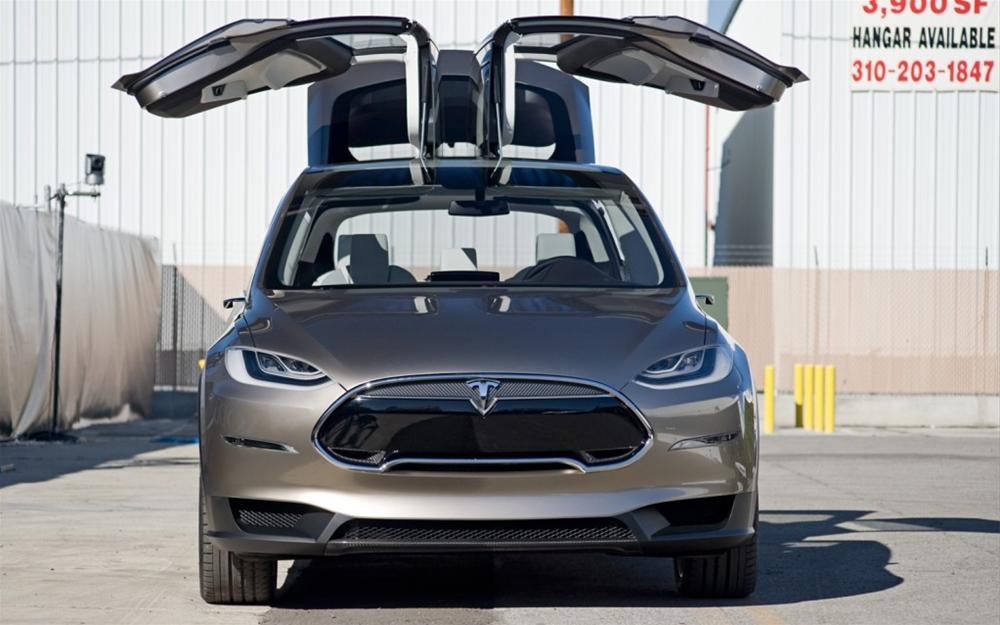 Tesla Motors Model X otomobilini tanıttı