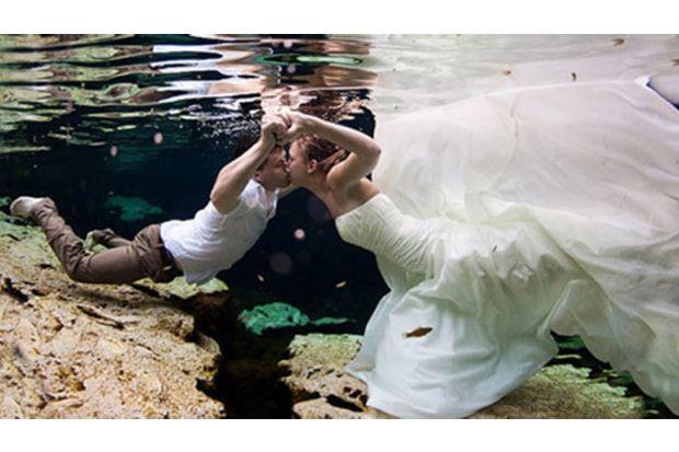 Düğününde sınır tanımayanlar