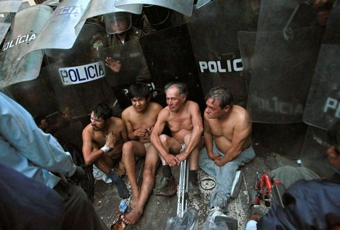 Polis engellilere saldırdı !