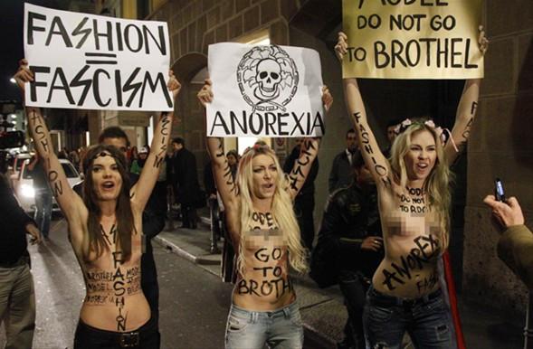 FEMEN defile bastı