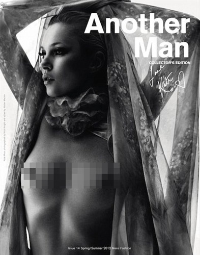 Kate Moss yine üstsüz