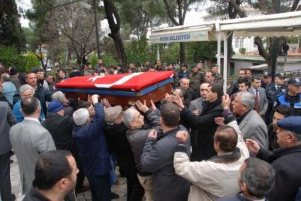 Polisin vurduğu firari askere askeri tören