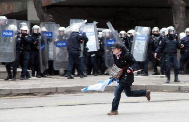 Polisten protestoculara sert müdahale