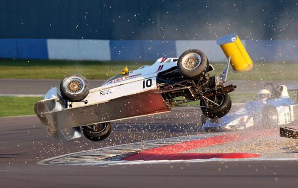 Yarış pistinde korkutan kazalar