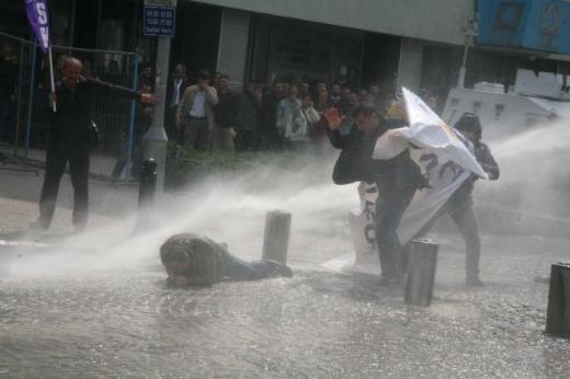 İzmirde KESK üyelerine müdahale