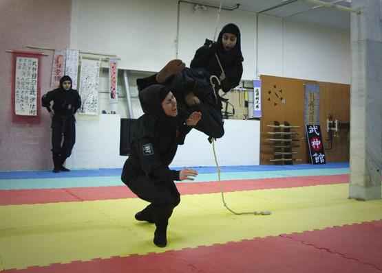 İranın ninja kadınları olay oldu