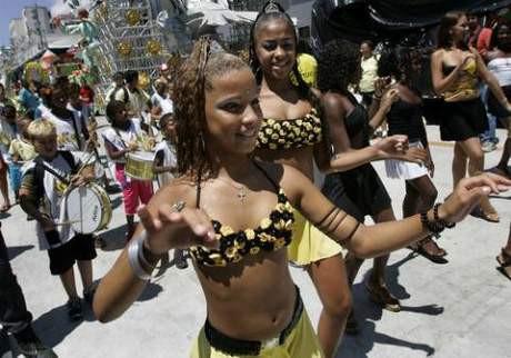 Rioda karnavalından renkli görüntüler