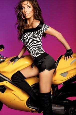 Eva Longoria reklam çekimlerinde dudak uçuklattı