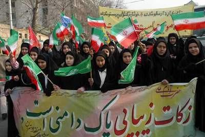 İranda güzel örtünme için sessiz yürüyüş