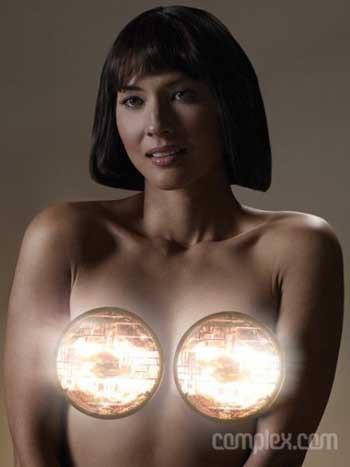 Olivia Munn Complex için özel pozlar verdi