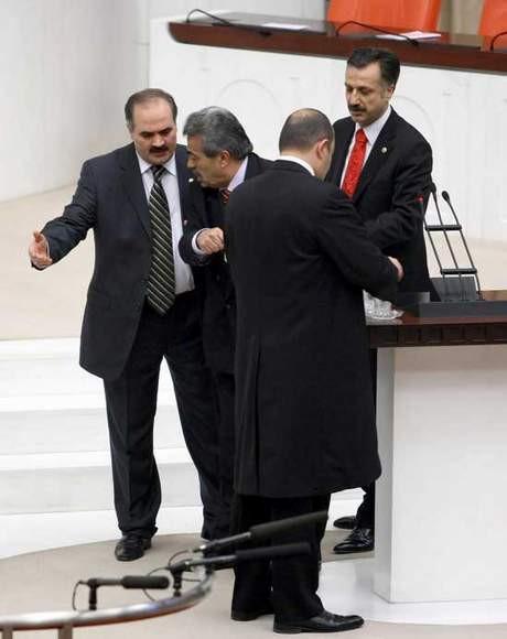 Mecliste türban oylaması