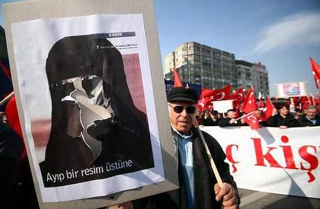 Ankarada türbana hayır mitingi