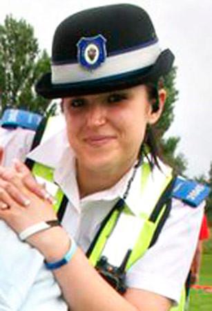 Polis memurunun pozları şok etti!