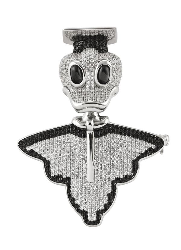Lojas ile Mezuniyet Gecesinde Gümüş Zarafeti