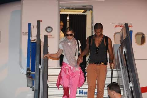 Madonnaya kırmızı halı!