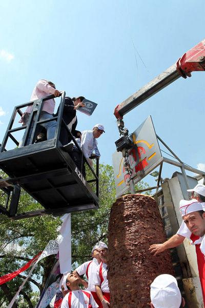 Dünyanın en büyük döneri Ankarada