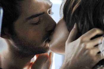 Gökhan Özen dudak dudağa
