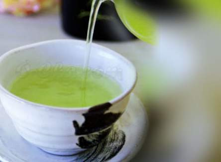 Cildinizi güneşten yeşil çay ile koruyun
