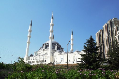 Mimar Sinan Camii ibadete açıldı