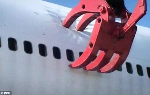 230 tonluk uçağa kepçe!