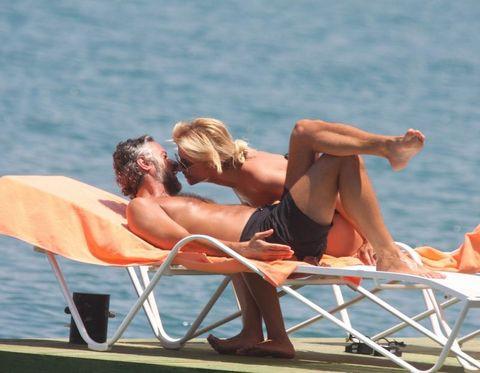 Songül Karlı eşiyle tatilde